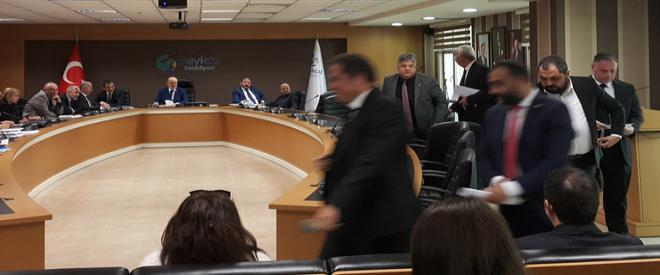 CHP grubu Beykoz Meclisi'ni terk etti