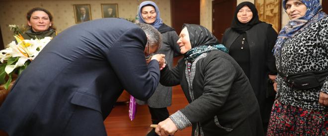 Başkan Murat Aydın her kesimden ziyaretçileri ağırlıyor