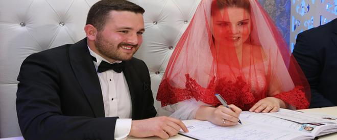 Karakaya Ailesi muhteşem bir düğünle oğlunu evlendirdi