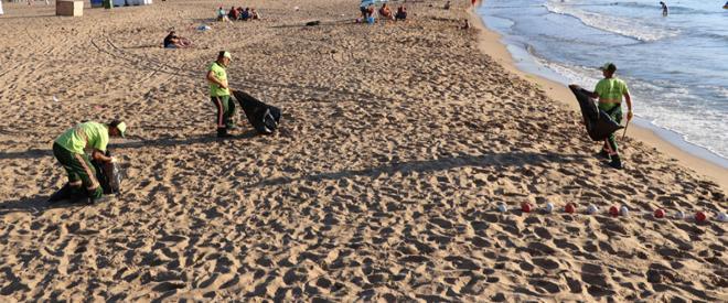 Riva plajları haftanın 7 günü kesintisiz temizleniyor