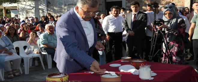 Süt Beykoz'dan alınır yoğurt Kanlıca'da yenir!