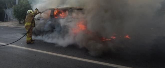 Beykoz'da yol üstündeki panelvan minibüs küle döndü