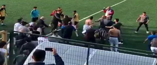 Beykoz amatör maçı tekme ve yumruklu kavgaya dönüştü