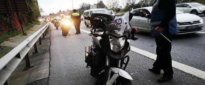 Motosikletli polisler Beykoz da kaza yaptı: 2 yaralı