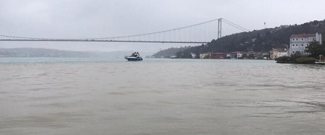Beykoz Anadolu Hisarı sahiline çamur aktı