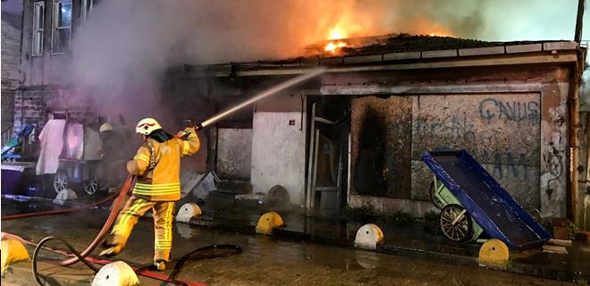 Beykoz'da iş yeri yangını korkuttu